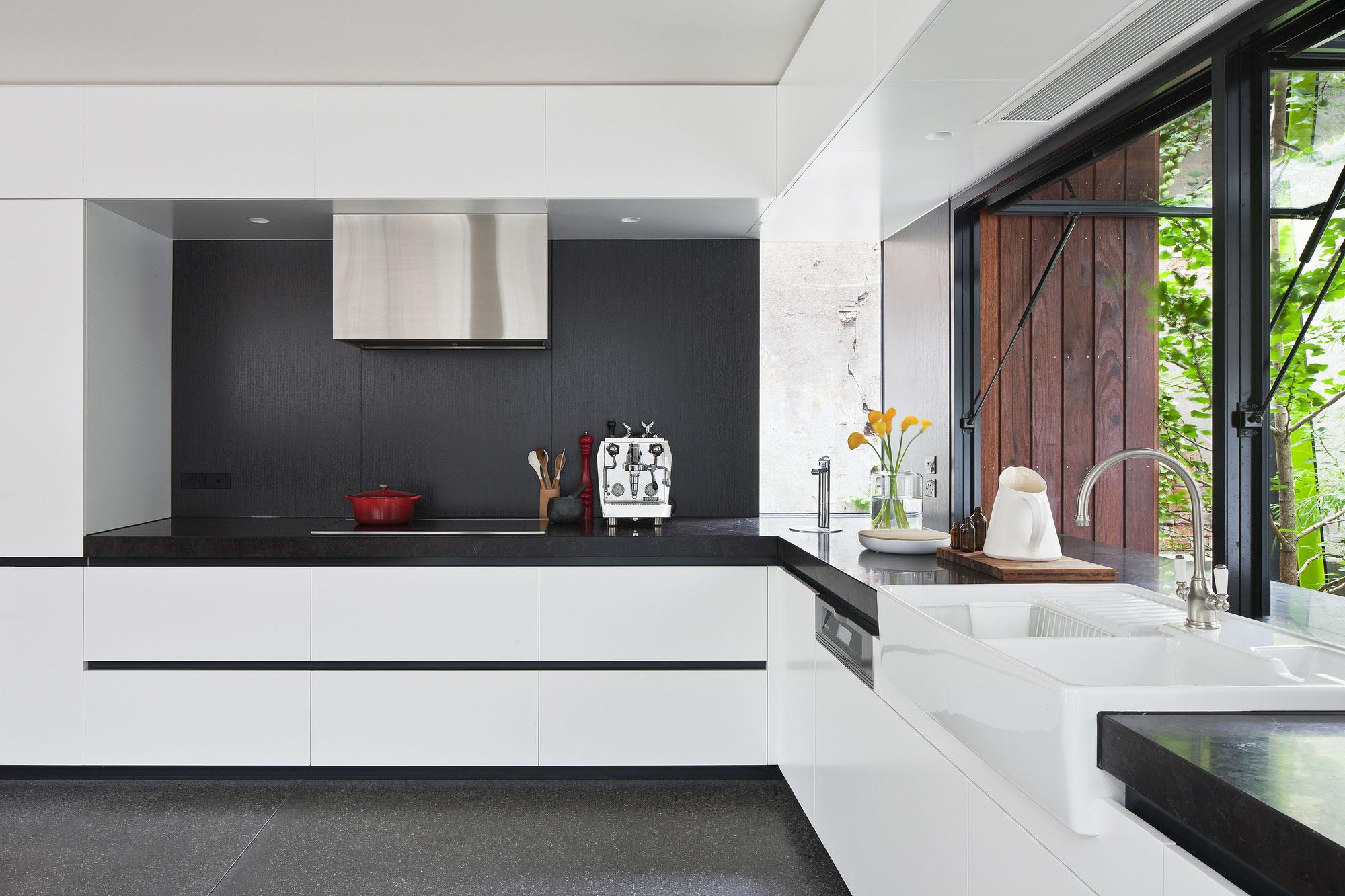 Роскошный интерьер кухни в загородном доме - Фото 17