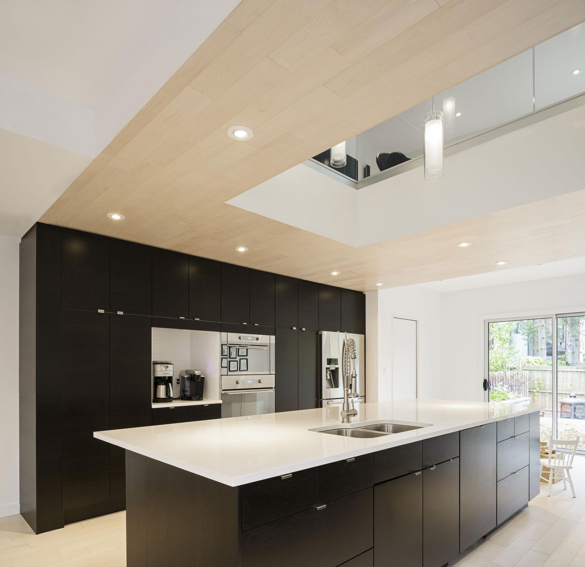 Роскошный интерьер кухни в загородном доме - Фото 18