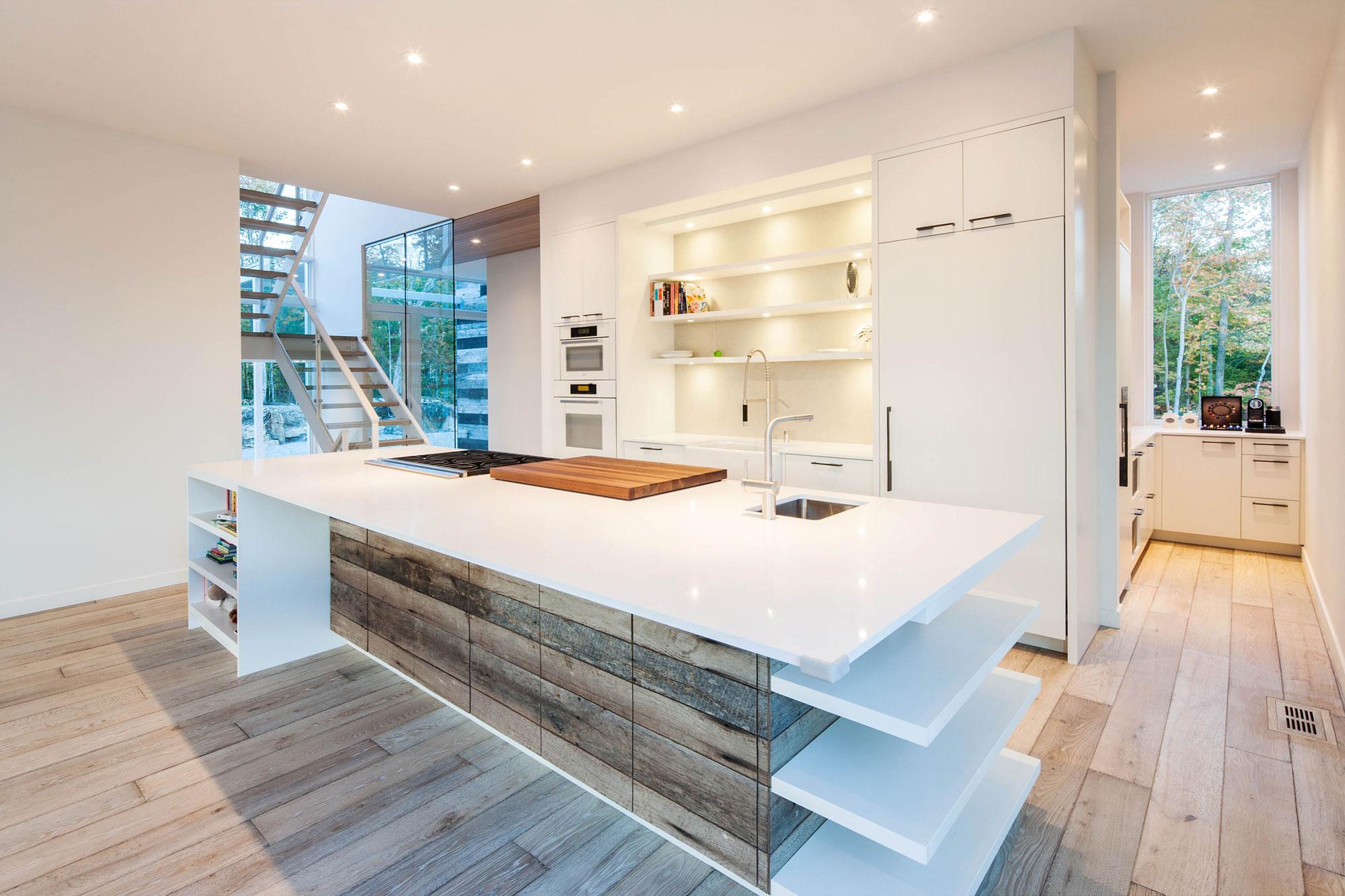 Роскошный интерьер кухни в загородном доме - Фото 20