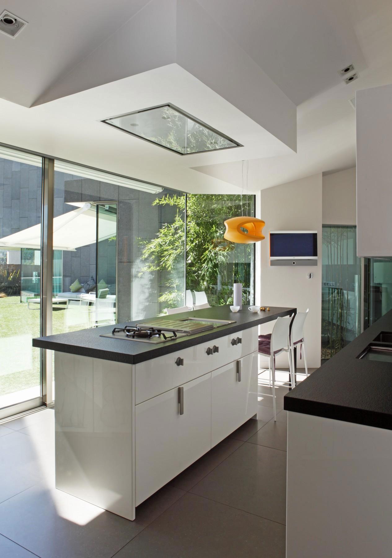 Роскошный интерьер кухни в загородном доме - Фото 23