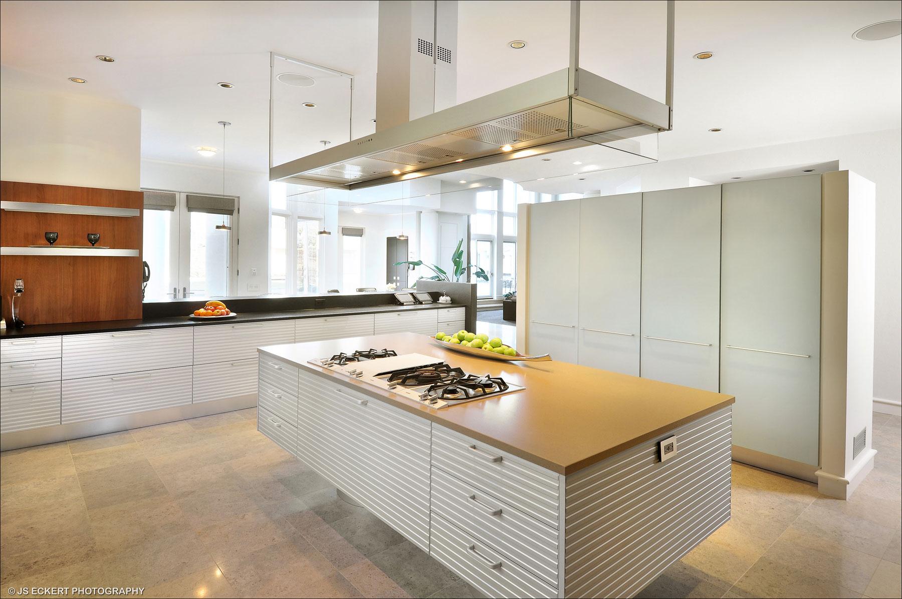 Роскошный интерьер кухни в загородном доме - Фото 36