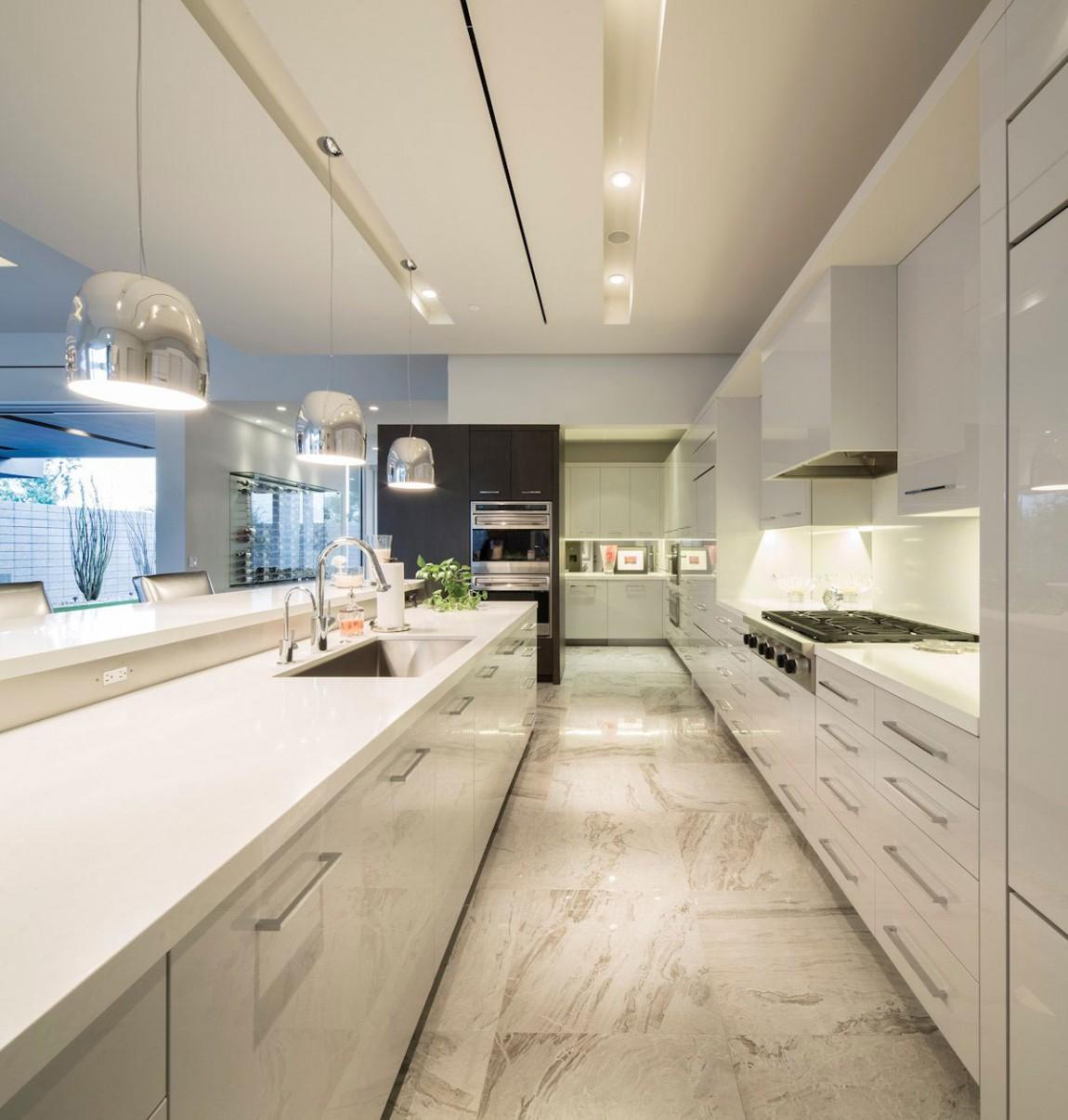 Роскошный интерьер кухни в загородном доме - Фото 41