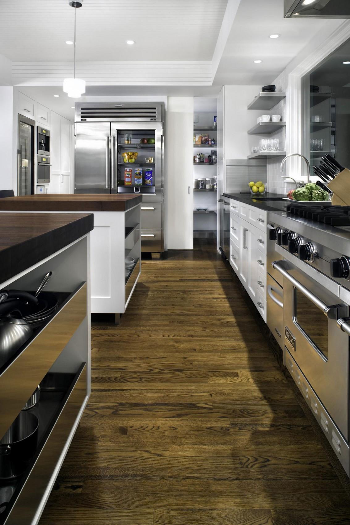 Роскошный интерьер кухни в загородном доме - Фото 43