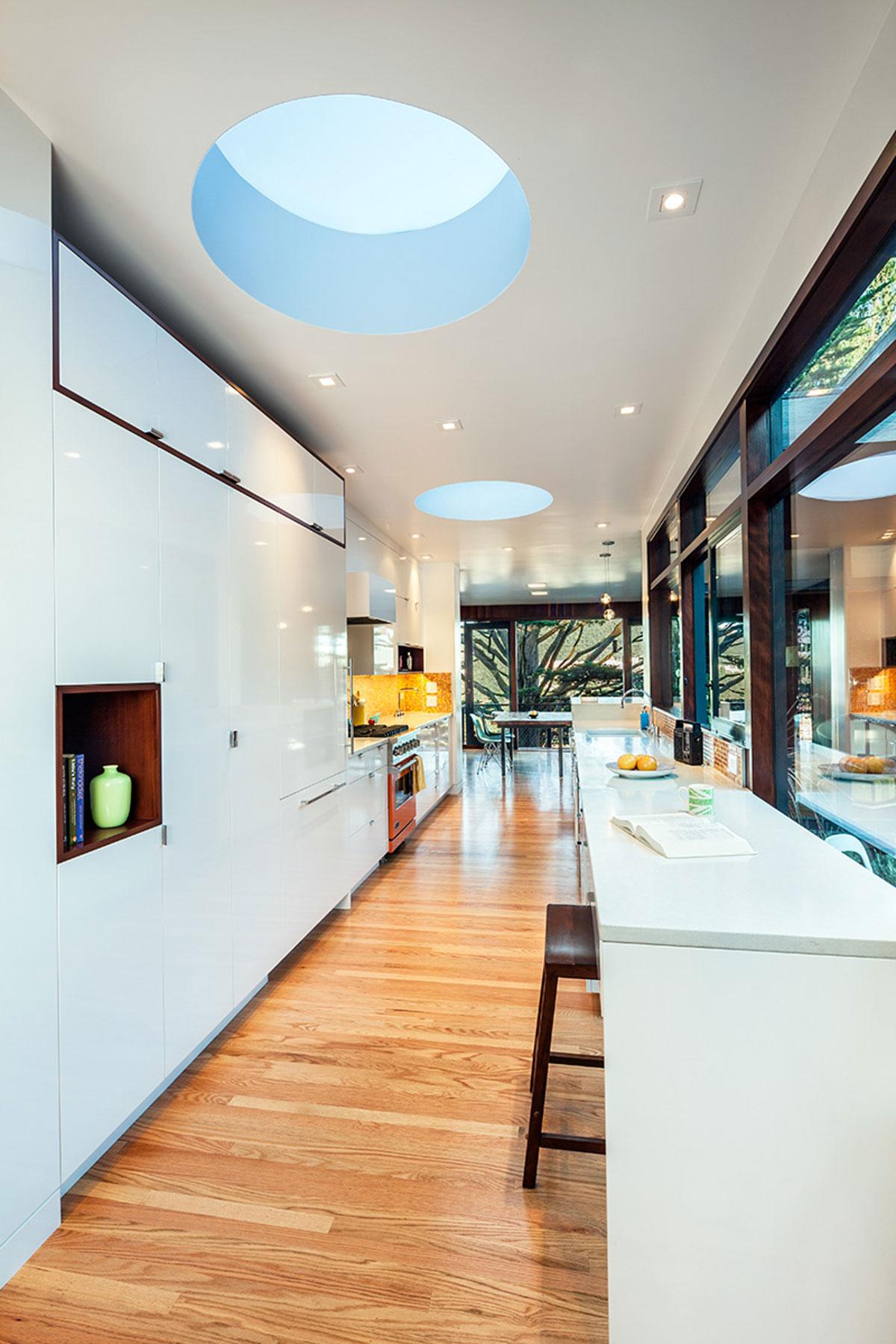 Роскошный интерьер кухни в загородном доме - Фото 55