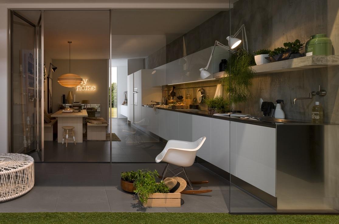 Стеклянные перегородки в интерьере кухни