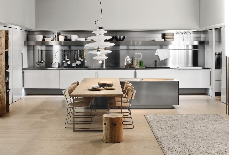 Оригинальный светильник над кухонным столов в интерьере