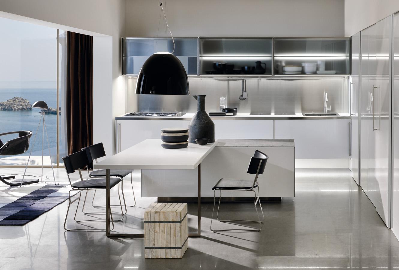 Дизайн кухонного острова Arclinea, совмещённого со столом в интерьере кухни