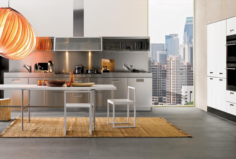 Необычная дизайнерская мебель в интерьере кухни