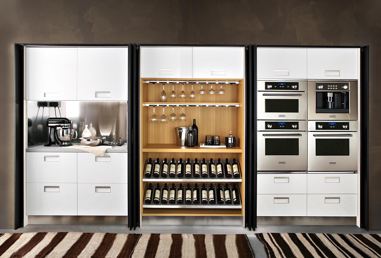 Оформление винного шкафа Arclinea с удобной системой хранения