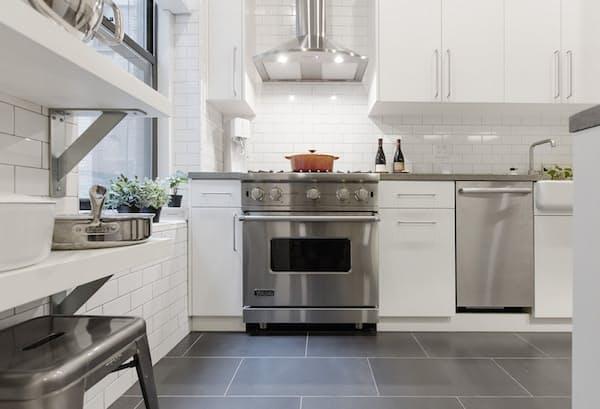 Как обновить старую кухню - белый интерьер