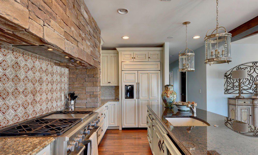 Камень в интерьере кухни загородного дома - фото 2