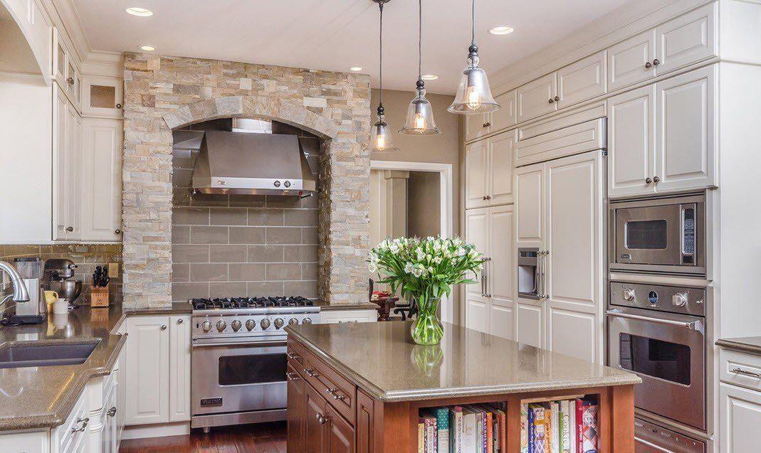 Духовка-печь из камня в интерьере кухни - фото 3
