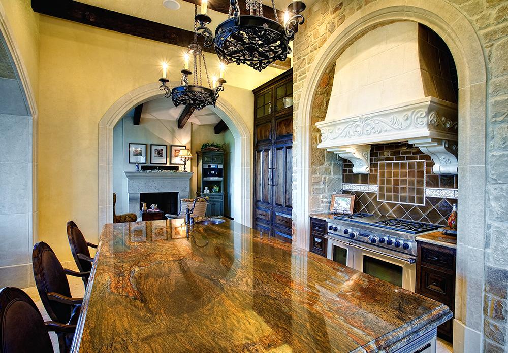 Камень и дерево в интерьере кухни - фото 7