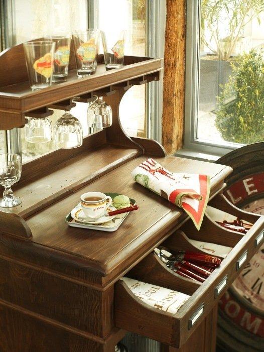 Кухонный ретро-комод из натурального дерева