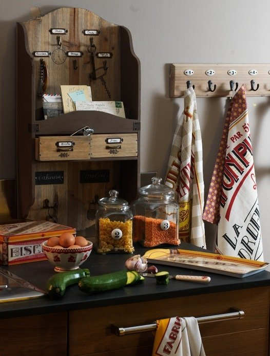 Винтажный шкафчик для хранения специй и кухонных мелочей
