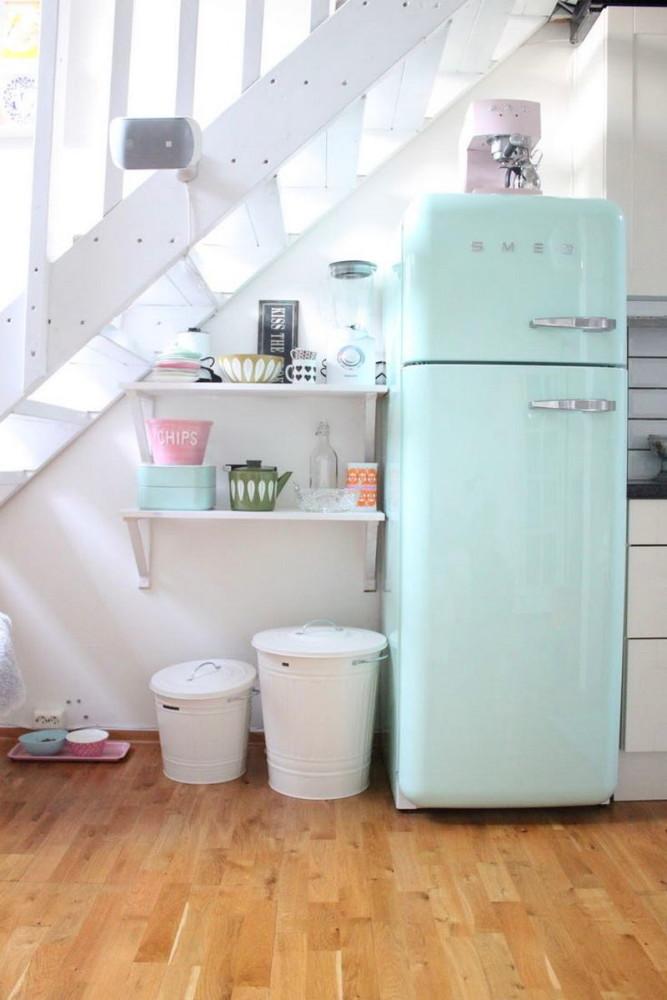 Винтажный холодильник в интерьере кухни