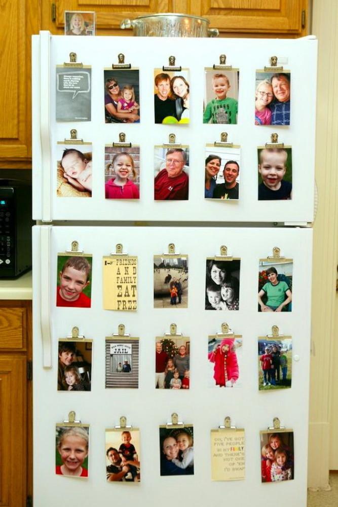 Холодильник с множеством магнитов на дверце