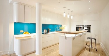 Стильный дизайн интерьера кухни с яркими акцентами