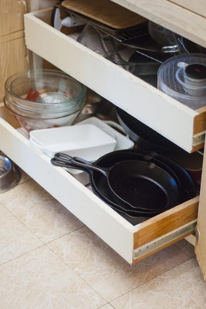 Выдвижные ящики для хранения кастрюль и сковородок