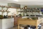 Великолепный дизайн интерьера кухни Artichoke в стиле времён короля Эдуарда