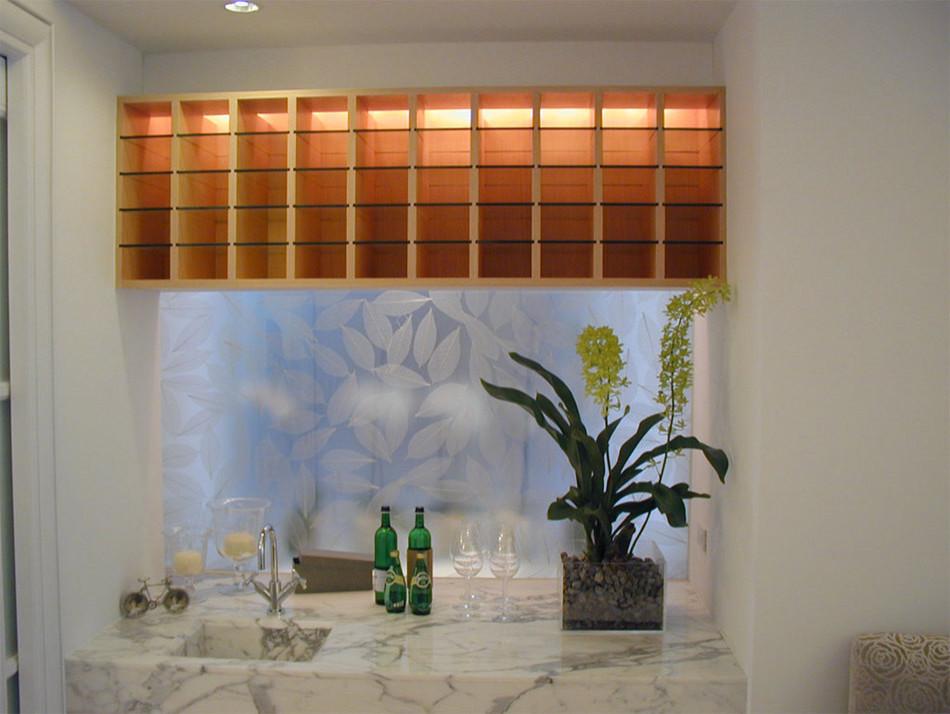 Светодиодная подсветка в интерьере кухни от Jamie Gold, CKD, CAPS