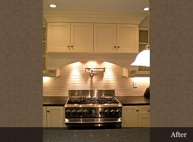 Светодиодная подсветка в интерьере кухни от Innovative Construction Inc.