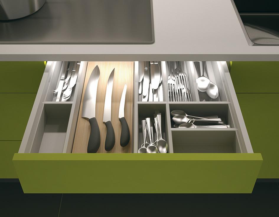 Светодиодная подсветка выдвижных ящиков кухонного гарниутура  от Jamie Gold, CKD, CAPS