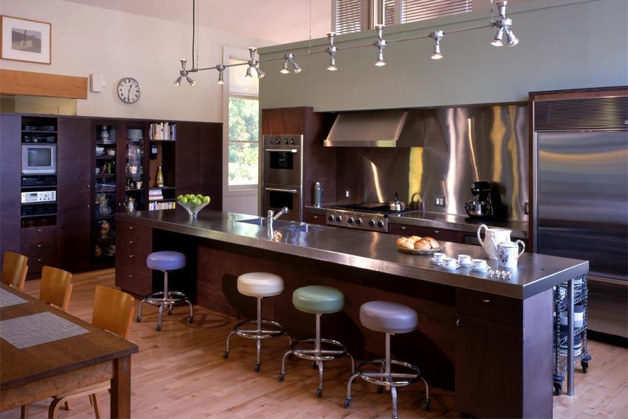 Светодиодная подсветка в интерьере кухни от Billinkoff Architecture PLLC