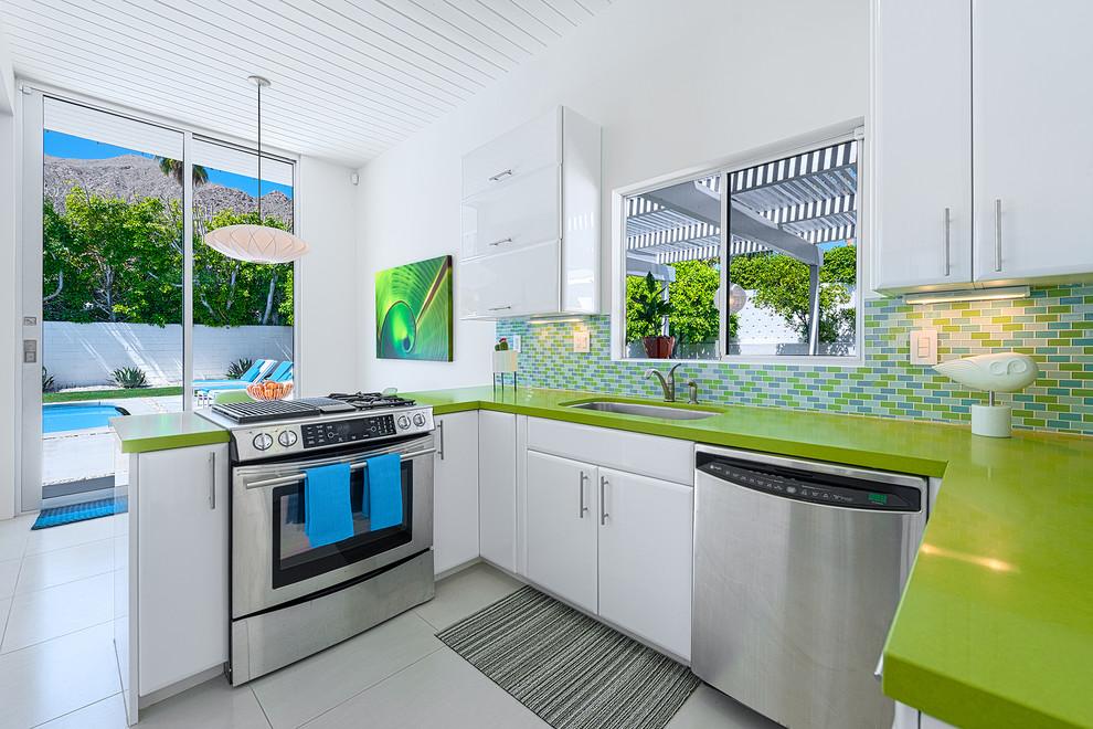 Яркая зелёная кухонная столешница от Silestone