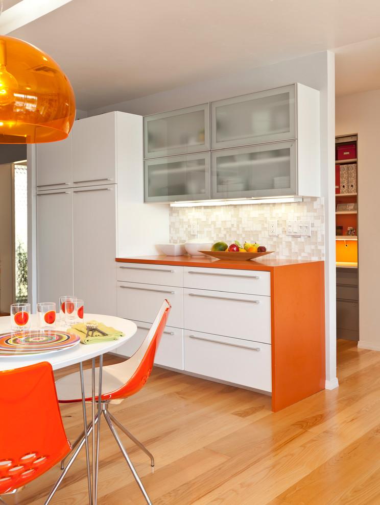 Сочетание цветов кухонной столешницы с фартуком от Daltile