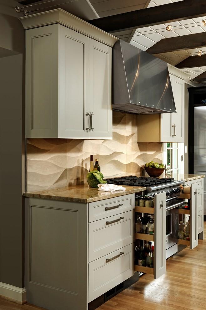 Функциональные выдвижные ящики для специй в компактном кухонном гарнитуре