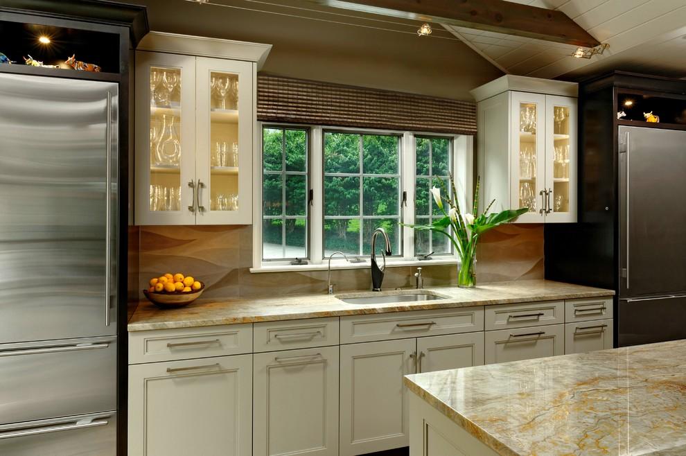 Два холодильника в интерьере кухни