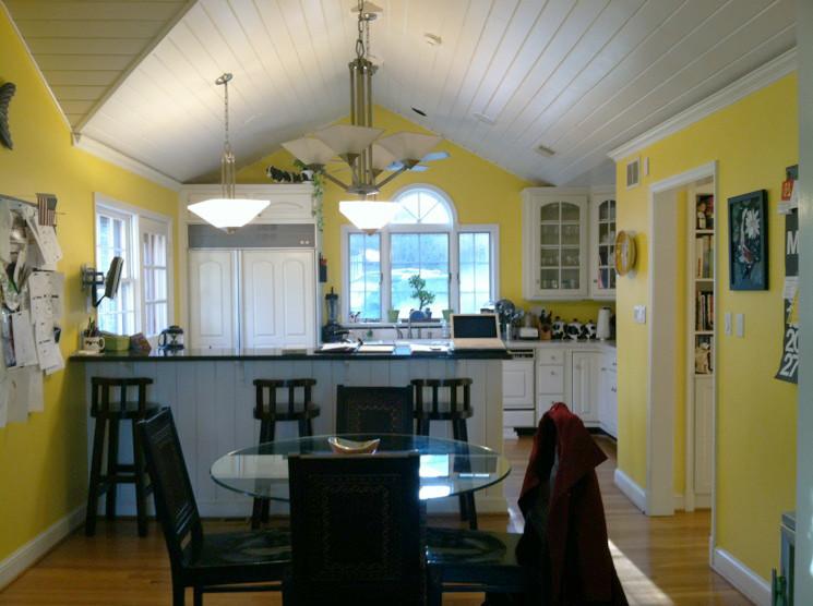 Жёлтые стены в интерьере кухни