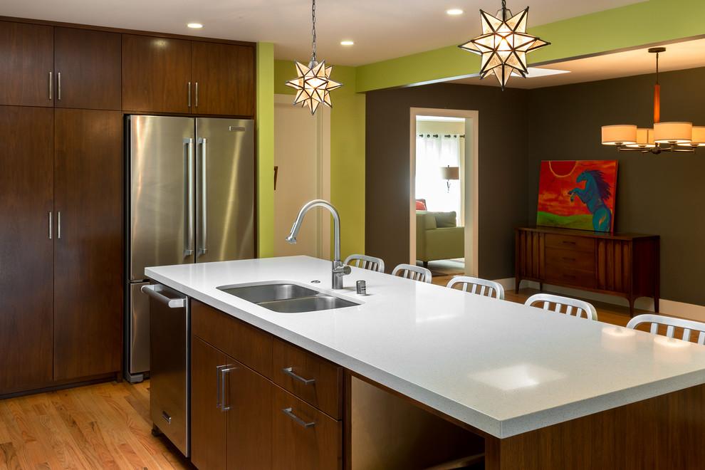 Темно-зеленые стены на кухне