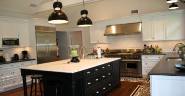 Потрясающий дизайн интерьера кухни в чёрно-белой гамме от Patty Corn