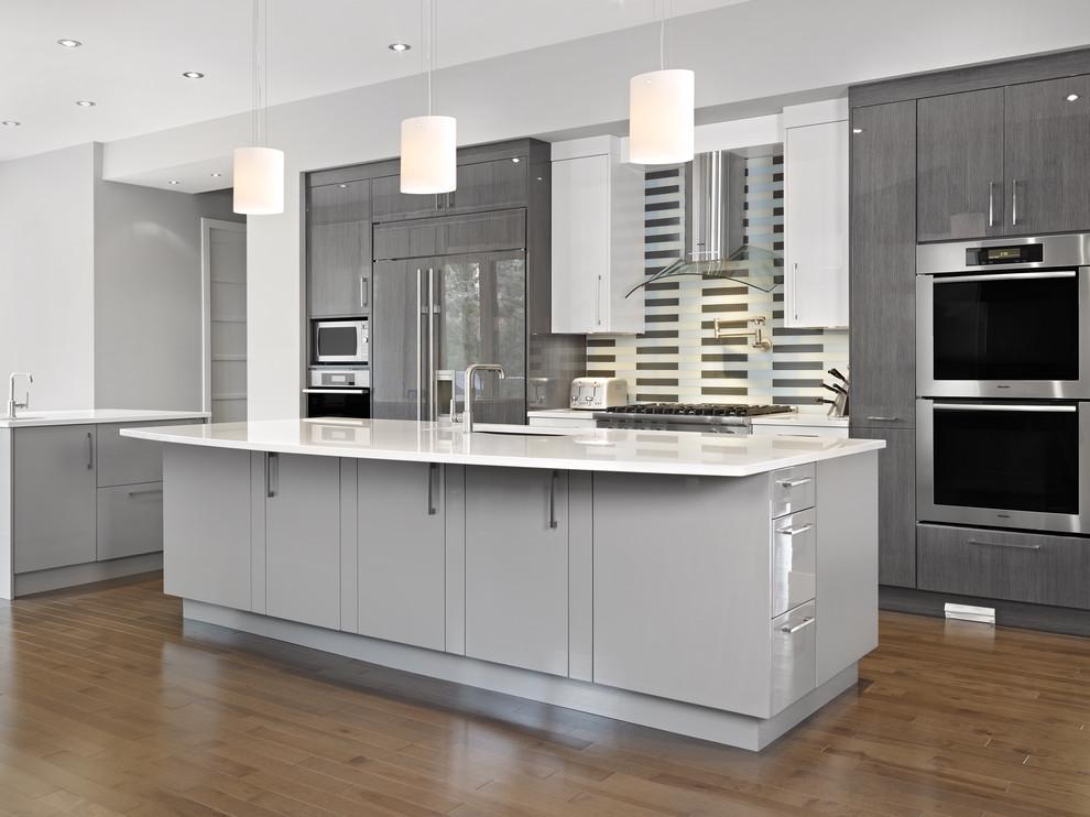 Стильный дизайн интерьера кухни в серой гамме