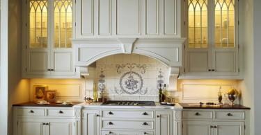 Оригинальный дизайн кухонных шкафов с прозрачным фасадом от Venegas and Company