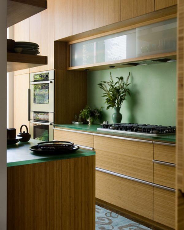 Кухонная рабочая зона с газовой плитой