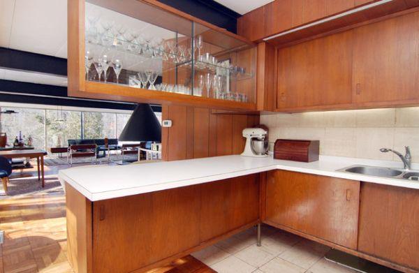Кухонная рабочая столешница белого цвета
