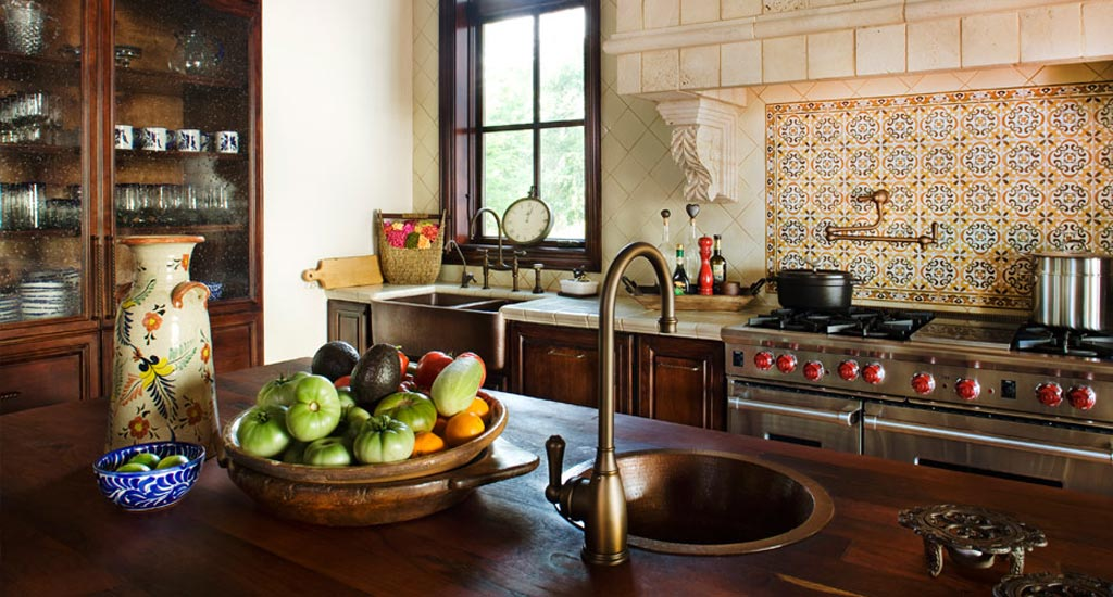 Мойки из меди: реальный кухонный интерьер