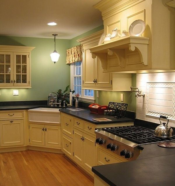 Угловая мойка в интерьере кухни