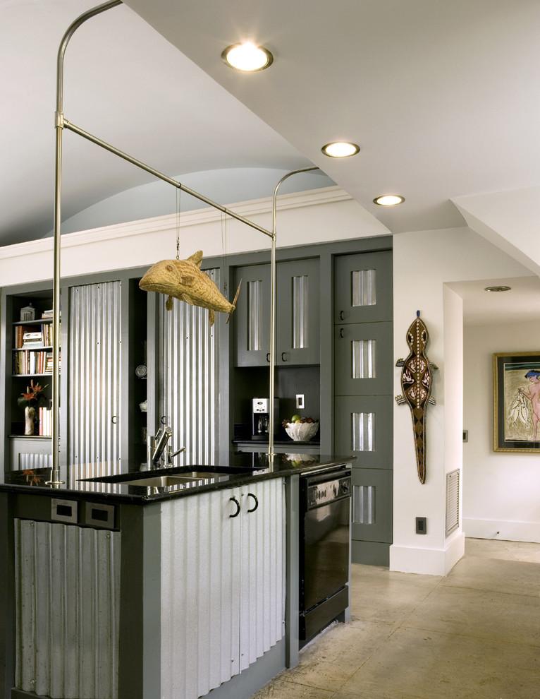 Встроенная техника тёмного цвета в интерьере кухни от Frederick + Frederick Architects