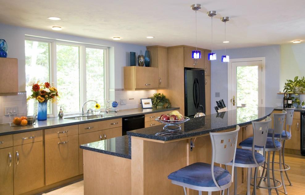 Встроенная техника тёмного цвета в интерьере кухни от Divine Design+Build