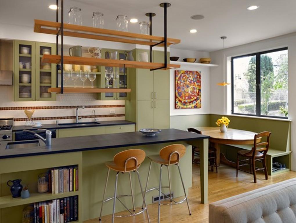 Встроенная техника тёмного цвета в интерьере кухни от Chr DAUER Architects