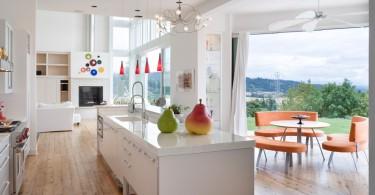 Яркое оформление кухни от студии Alan Mascord Design Associates Inc