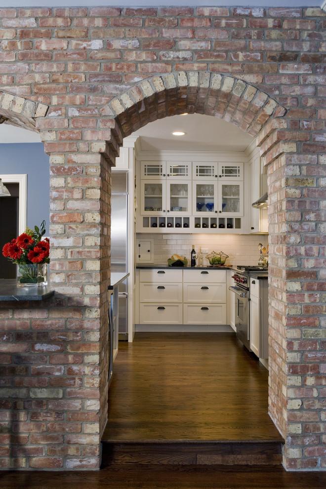 Оригинальный дизайн интерьера кухни от Great Rooms Designers & Builders