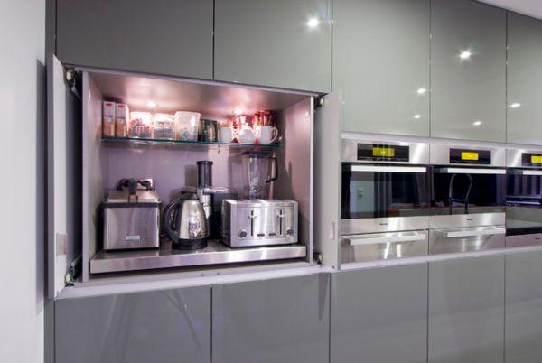 Встроенная бытовая техника в стильном интерьере кухни