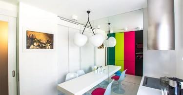 Красочный дизайн интерьера кухни в стиле минимализм от Sundukovy Sisters