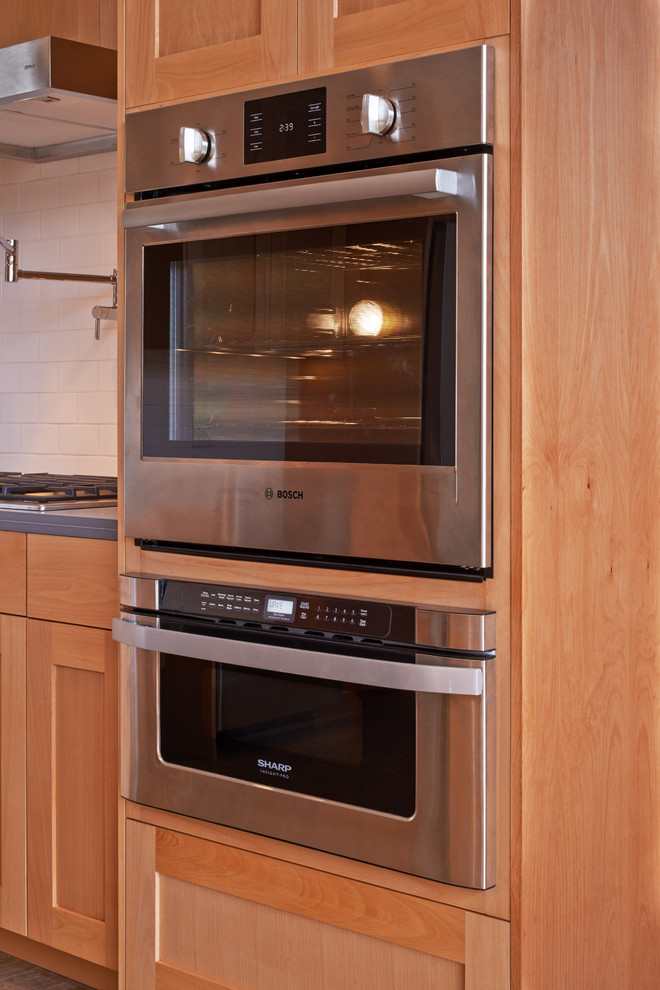 Встроенный духовой шкаф на кухне