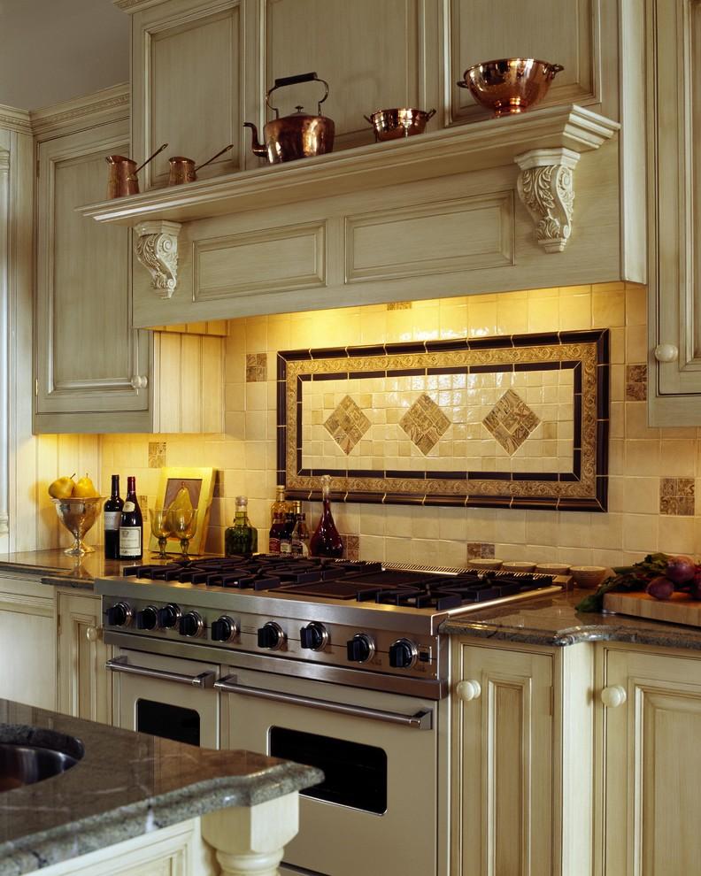 Геометрический рисунок в дизайне кухонного фартука от  Venegas and Company